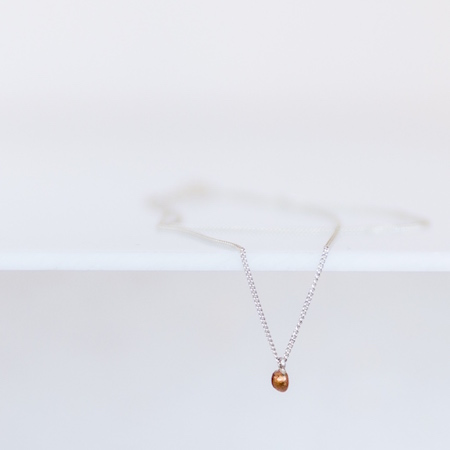 Jewel: necklace with golden drop