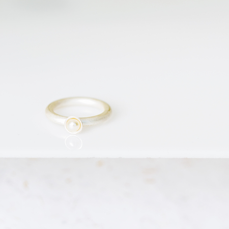 Jewel: ring with pearl