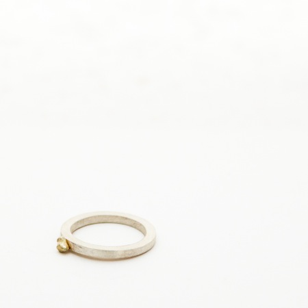 Jewel: ring with drop of gold